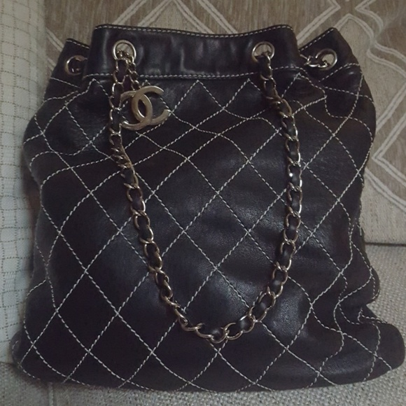 CHANEL Bags   Make Me An Offer I Cant Refuse   Poshmark 740f6ce7f6